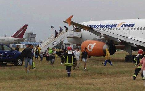 Evakuace letadla Travel Service v bulharském Burgasu sjelo z dráhy