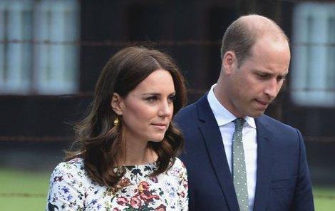 William se bojí o Kate, která má silné nevolnosti.