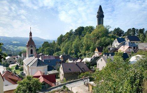 Ve Štramberku na první pohled upoutá vysoká věž Trúba.
