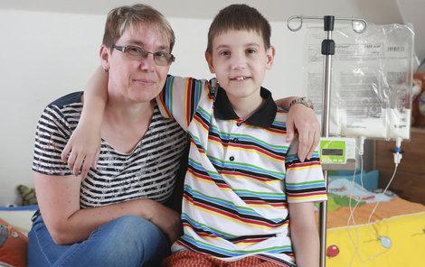 Iva Svobodová s láskou pečuje o svého nemocného syna.