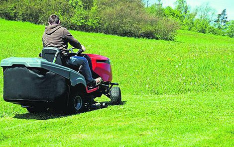 Kvalitní traktor dokáže práci na zahradě skvěle ulehčit.