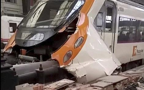 Vlak nedobrzdil a zastavila ho až zarážedla.