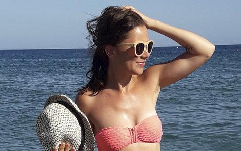 Ivana Korolová se pochlubila v Řecku štíhlou postavou.