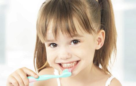 Začít s péčí o zuby by se proto mělo ihned po prořezání prvních dětských zoubků