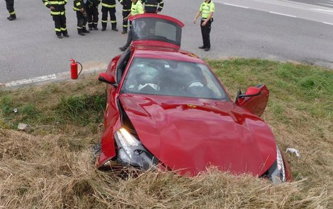 U nehody museli asistovat hasiči.