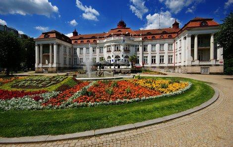 Mezi nejkrásnější karlovarské stavby patří budova Alžbětiných lázní.