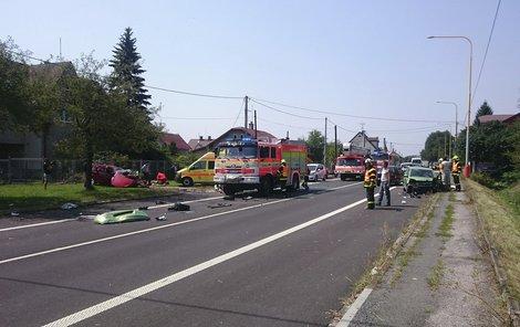 Nehoda tří aut v Horní Suché.