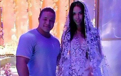 Svatba Alexeje Šapovalova a Xenie Tsaritsiny. Nevěsta se několikrát převlékla.