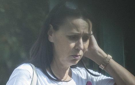 Zdrcená Heidi v pondělí zařizovala manželův pohřeb.