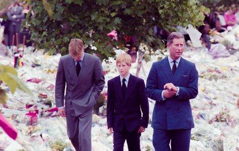 Princ Charles a synové William a Harry na pohřbu princezny Diany