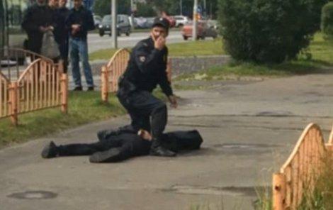 V sibiřském městě Surgut pobodal muž nožem osm lidí