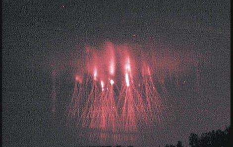 18. srpna, 23:04:09 Červený skřítek nad jihem Čech.