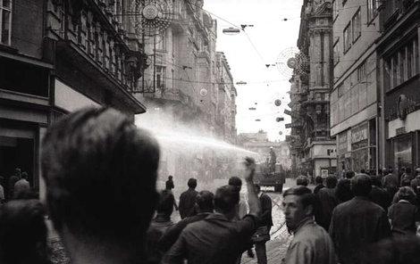 Rozhánění demonstrace 21. srpna 1969