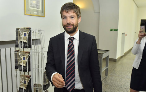 Ministr Pelikán posvětil výpověď žalobce.