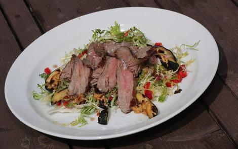 Na flank steaku si pochutná úplně každý.