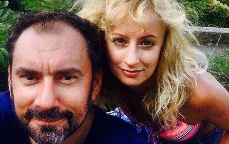 Lucie Hunčárová s Emanuelem Ridi je na další dovolené.