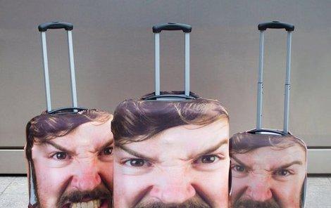 Takový kufr na zavazadlovém páse určitě nepřehlédnete!