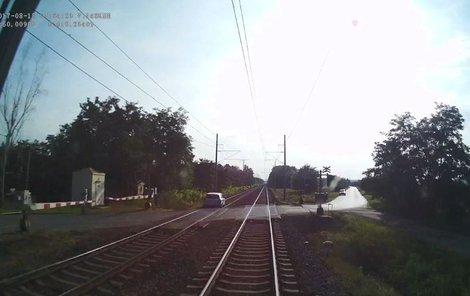 Auto zachytila čelní kamera Leo Expressu.
