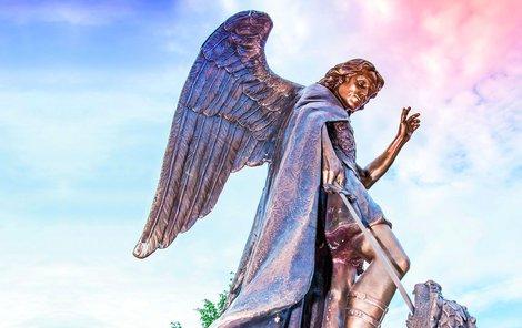 Svatý Michaela bývá častým námětem pro sochaře.