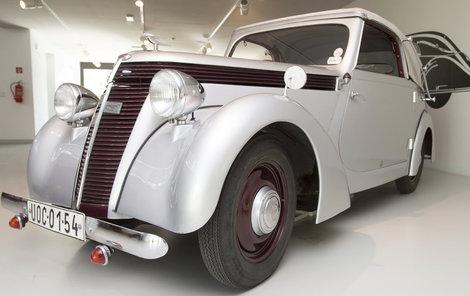 Krasavec kabriolet Jawa Minor z roku 1939 jezdil maximální rychlostí 95 kilometrů v hodině.
