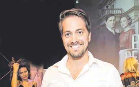 Roberta nyní můžete vidět hlavně v divadle. Kromě toho, že hraje, je i skvělým zpěvákem a tanečníkem.