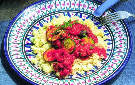 Bulgur, zelenina a trocha exotického koření. Orientální směs si zamilujete.