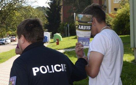 Muže po útoku zadržela policie.