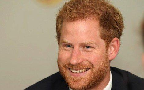 Princ Harry je zaláskovaný.
