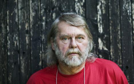 Spisovatel Petr Šabach zemřel doma obklopen rodinou.