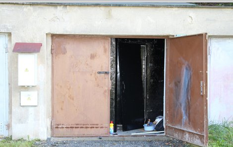 Takhle vypadala garáž poté, co z ní policie vysvobodila držené děti.