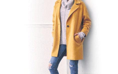 Žlutý kabát (999 Kč), hrubě pletený svetr s nápadným rolákem (399 Kč), džíny (499 Kč) a kotníčkové boty. Prodává F&F.