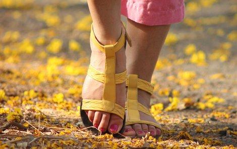 Špatnému prokrvování nohou můžete zabránit pravidelnou chůzí.