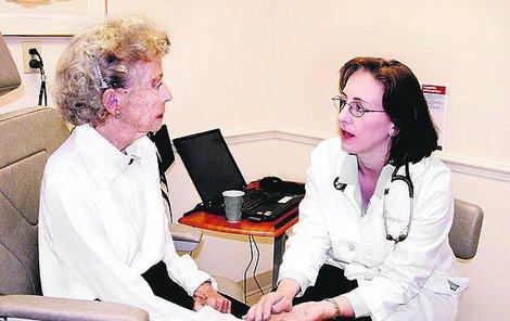 Doktor: Pokud má váš blízký příznaky Alzheimera, vyhledejte gerontopsychiatra.
