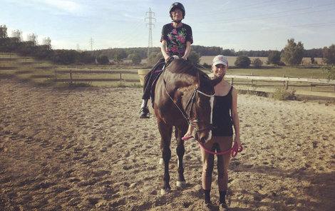 Nejkrásnější pohled na svět je z koňského sedla, touž teď ví i Stáňa.