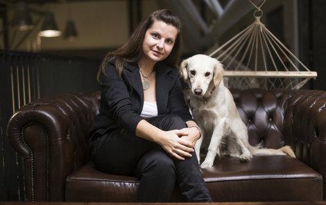 Zuzana Filipová rozjela netradiční byznys. Vyrábí čokoládu ve znakové řeči.