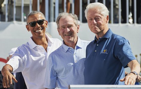 Obama, Bush a Clinton působili jako skvělí kamarádi.