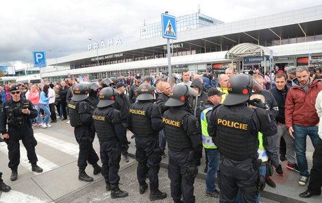 Pražští »dročkaři« stávkovali před necelými dvěma týdny přímo u letiště.