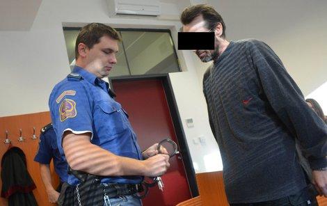 Muž přiznal, že za svůj život měl tři sexuální partnerky, přičemž tou poslední byla jeho vlastní nezletilá dcera. ***RASTR!!!