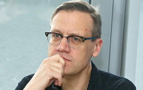 Aby mohl David Matásek (54) natáčet, Hanu Kusnjerovou (32) přinutili přelézt zábradlí.