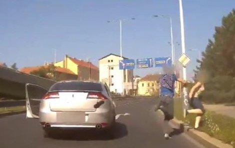 V kradeném autě cestovala i jeho žena.
