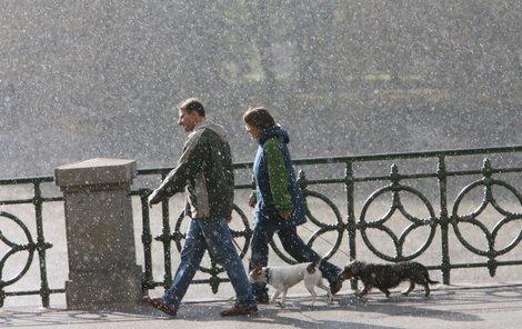 Hurikán Mária vlétl do Evropy. Počasí v Česku výrazně ovlivní. Na horách by mohlo od pátku sněžit.