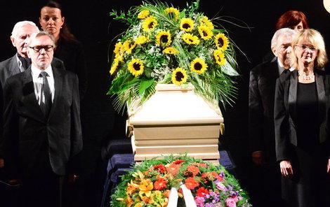 Poslední rozloučení s Květou Fialovou (†88).