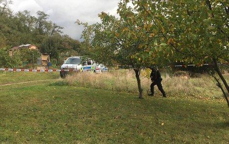V Kyjích policie vyšetřuje smrt muže ve skleníku.