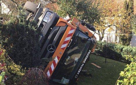 Popeláři »zaparkovali« na zahradě...
