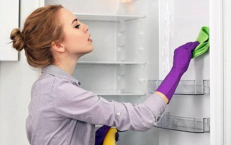 Uklízejte se sodou a octem: Domácí předvánoční čištění bez drahých chemikálií!