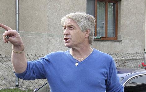 Josef Rychtář je prý připraven bránit své právo na bydlení i násilím.