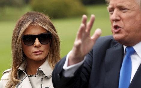 Melanie se prý vedle Trumpa necítí dobře.