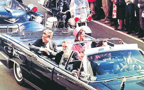 Osudná Kennedyho limuzína.