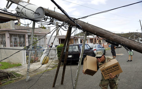 I měsíc po katastrofě je 70 % domácností bez proudu.