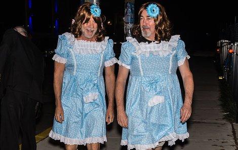 Bruce Willis se napasoval do modrých šatiček s krajkou, nasadil paruku a do vlasů vetkl květinu. Měla to být parodie na thriller Osvícení.